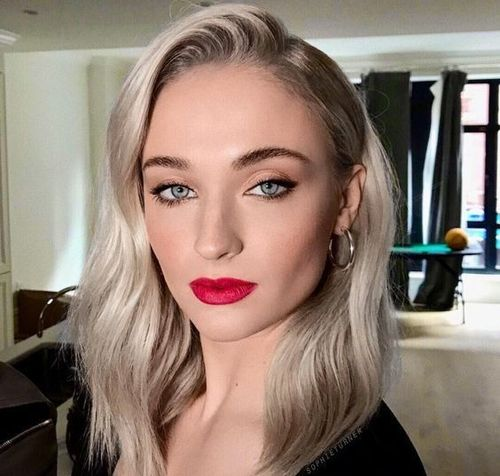 Sophie-turner-makeup-tips