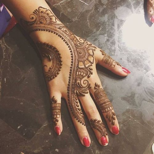 The Twirling Action mehandi