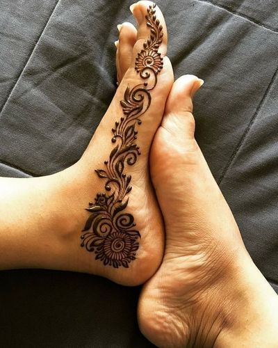 Simple Mehndi Design For Legs