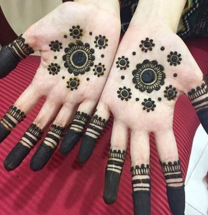 Latest Mehandi Designs With Flowers