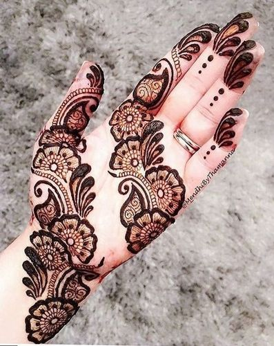 Easy Mehndi Design With Floral Motif