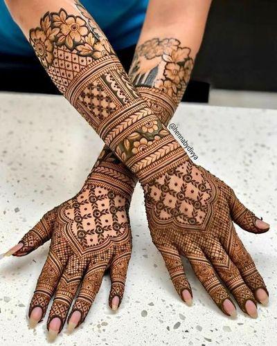 Lace-Like Bridal Mehndi