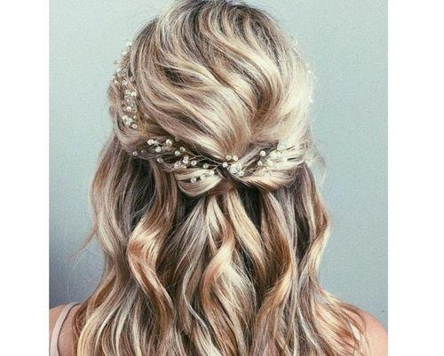 33 Wavy half hairstyle