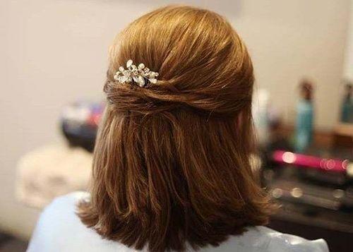 20 Elegant half up hairstyle
